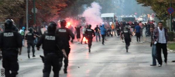 Veliki neredi ispred stadiona Grbavica!