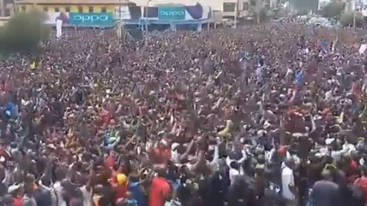 Kipchoge prilazi cilju, Kenija u transu