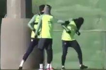 Šta se desi kada Neymar napadne Piquea?
