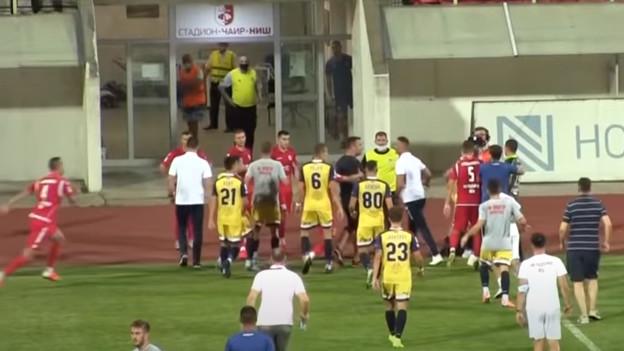 Sijevale pesnice u Srbiji: Tukli se treneri, igrači, sudija nije vidio šest izmjena