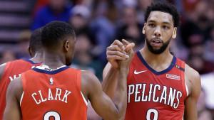 Preporođeni Okafor srušio Rocketse, Gay sa zvukom sirene za pobjedu Spursa