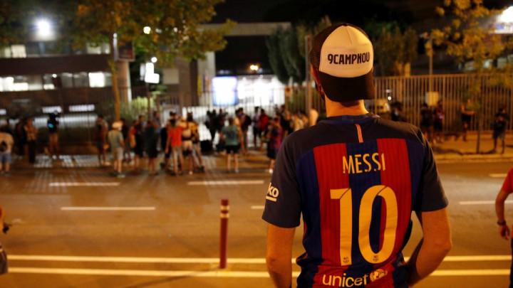 Navijači Barcelone ostali u čudu kada su čuli kome ide Messijeva 'desetka'