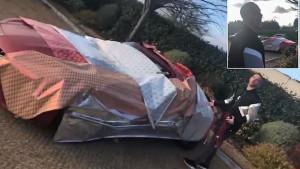 Sretan Božić Marko: Saigrač Arnautoviću umotao automobil u papir i nastao je pravi šou