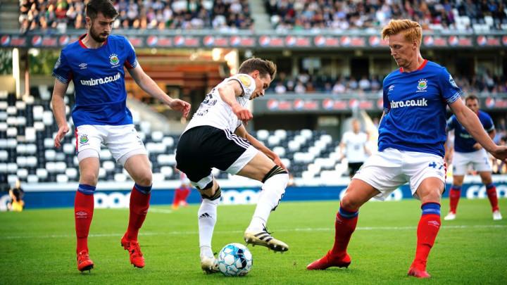 Slavlje u Belfastu - Linfield srušio velikog protivnika, Celtic rutinski protiv AIK-a