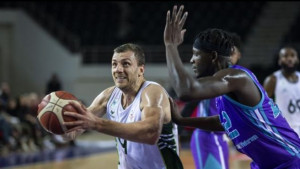 Kikanović ubacio 13 poena protiv Anadolu Efesa