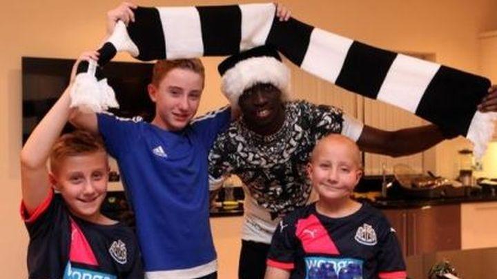 Božićni party: Cisse ugostio navijače Newcastlea