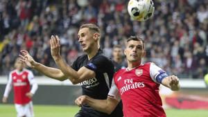 Legenda Arsenala stala u odbranu Xhake