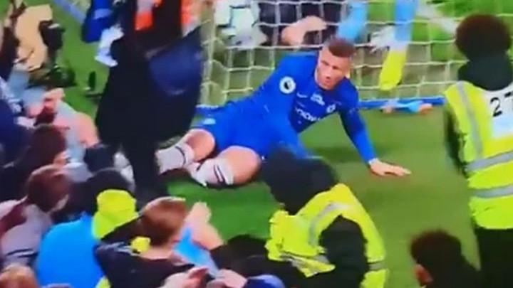 Ross Barkley uletio klizeći ženi koja je stajala iza gola West Hama