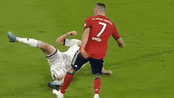 Sramotna gluma Riberyja: Sudija se oglušio na VAR i dosudio nepostojeći penal za Bayern