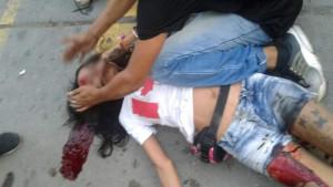 Nije za one sa slabim srcem: Objavljen snimak brutalnog premlaćivanja djevojke od strane huligana