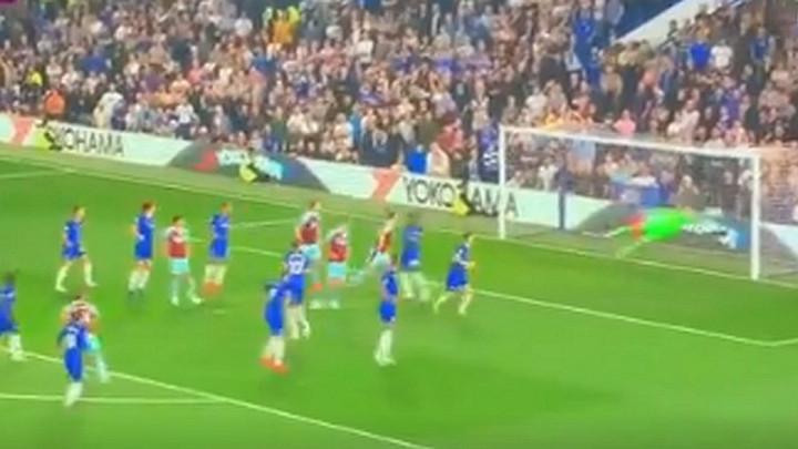 Atomskih 15 minuta na Stamford Bridgeu: Hendrickov volej samo razljutio Plavce