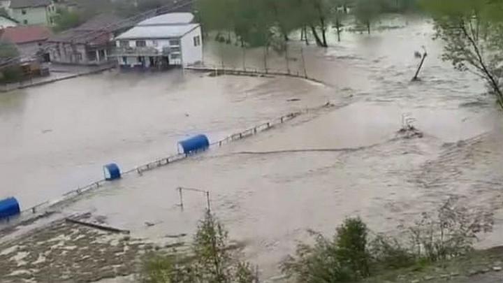 Zbog poplava stadion Novog Šehera se pretvorio u vaterpolo teren