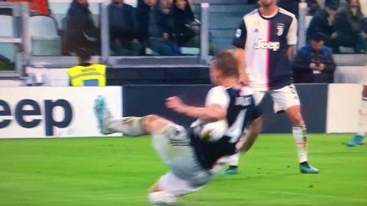De Ligta lopta pogodila u ruku: Je li trebao biti penal za Bolognu?