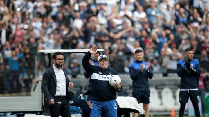 Navijači u transu, a Maradona poručio: Nisam čudotvorac, volim da radim, ali volim i novac