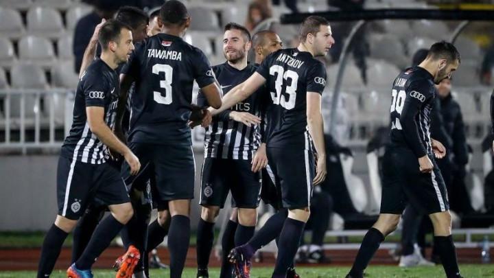 Partizan ostao bez trenera, nezadovoljni navijači upali u prostorije kluba!