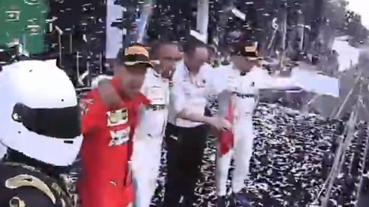 Htio da se slika sa zvijezdama Formule 1, a onda ga Sebastian Vettel otjerao