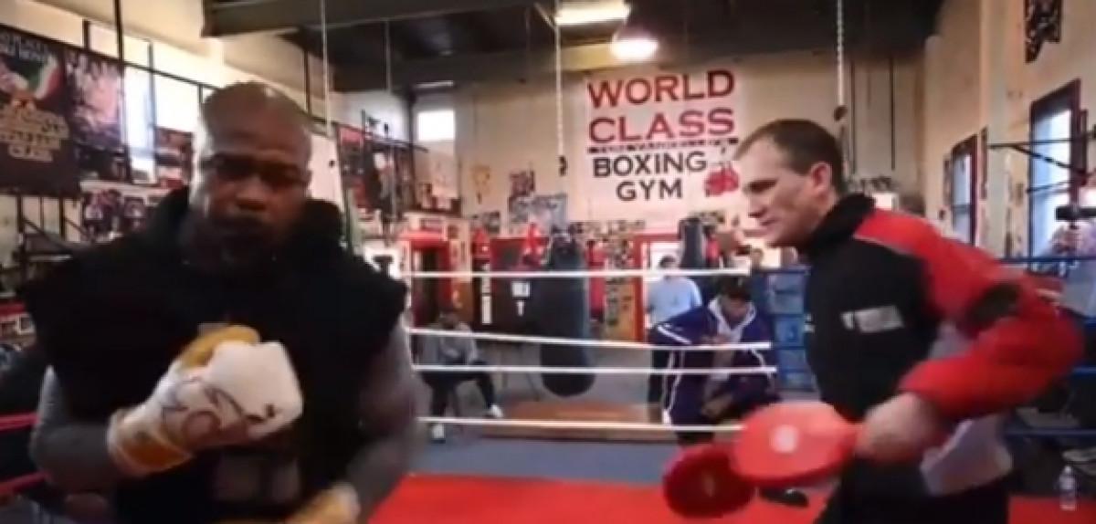 Može li ovaj čovjek išta protiv Tysona? Roy Jones JR također izgleda fenomenalno