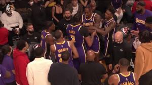 Zvijezde Lakersa krenule da se tuku na klupi!
