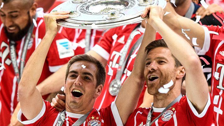Lahm na oproštaju dobio bizaran poklon od Bayerna