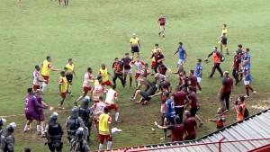 Brutalna tuča u Brazilu: Policija bacila suzavac da smiri igrače, a onda uhapsili pola ekipe!