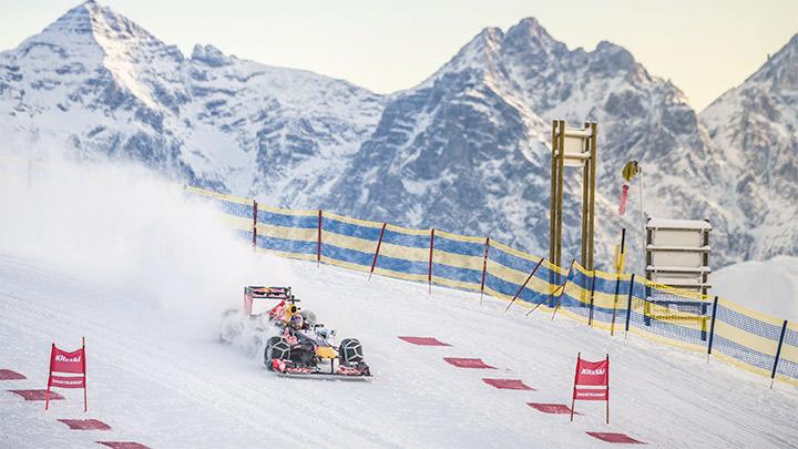 Formula bolid na skijaškoj stazi