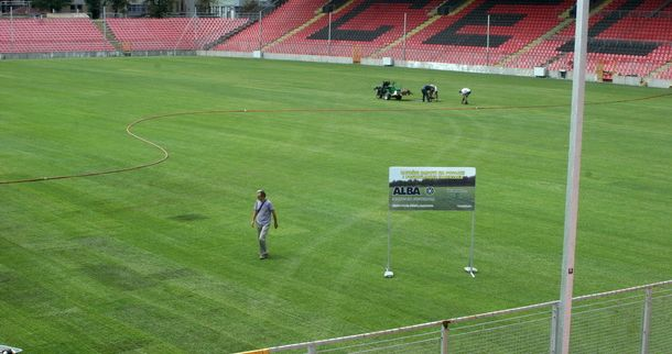 Postavljena trava na Bilinom Polju