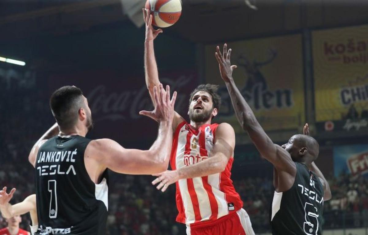 Crvena zvezda u dramatičnoj završnici savladala Partizan i stigla na korak od naslova prvaka