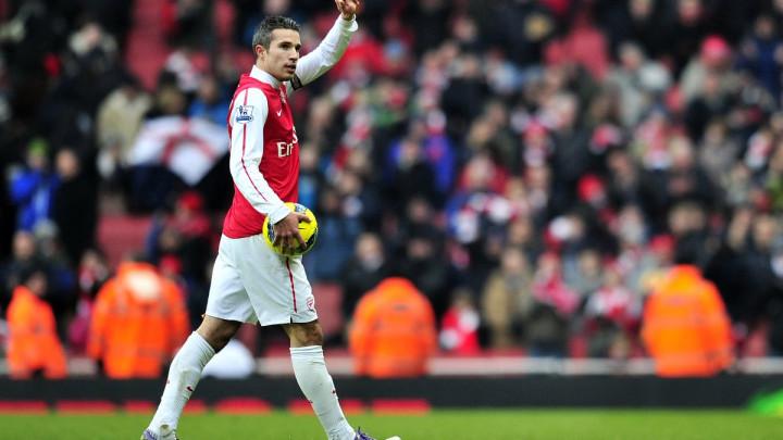 Navijači Arsenala ismijavaju Van Persieja zbog njegove izjave o klubu sa Emiratesa