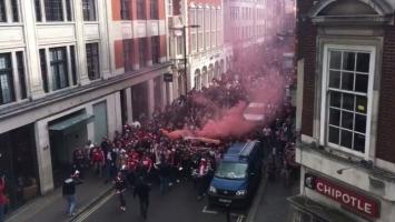 Vatrena podrška: Navijači Kolna 'zauzeli' London
