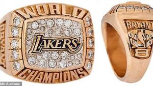 Prsten kojeg je Kobe poklonio majci prodat za više od 200.000 dolara