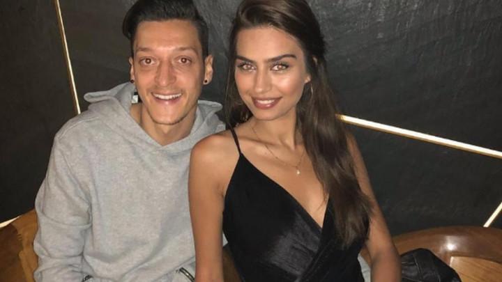 Mesut Ozil postao otac, on i supruga Amine djevojčici dali prelijepo ime