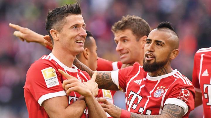 """Vidal poručio da se Messi i Lewandowski ne mogu porediti: """"Evo s kim ćete ga porediti"""""""