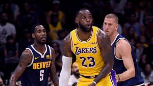 Showtime je počeo: LeBron James prvi put istrčao na parket u dresu Lakersa