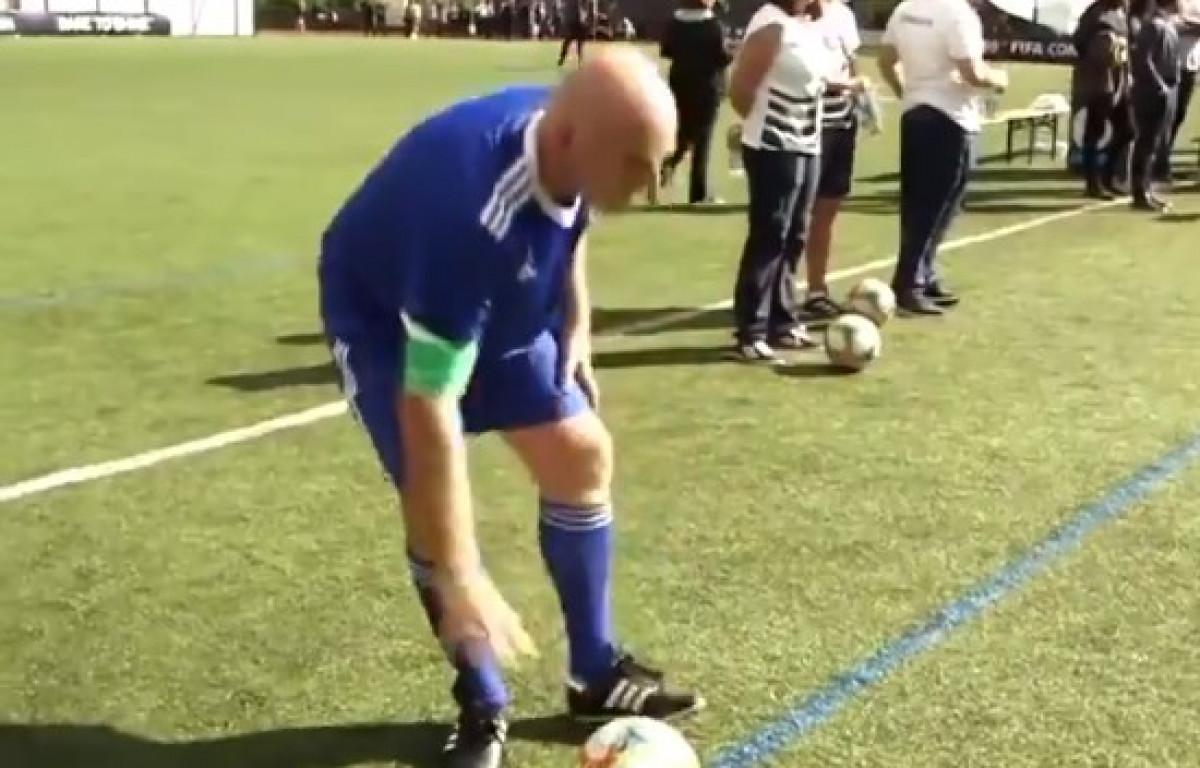 Predsjednik FIFA-e se obrukao igrajući fudbal