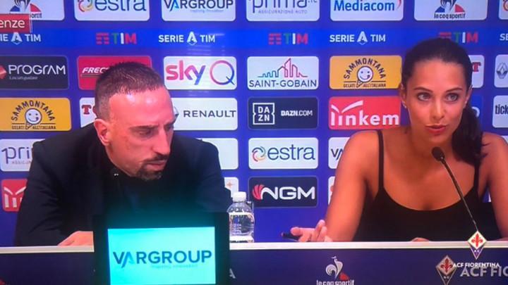 Djevojka koja je jučer sjedila pored Riberyja zaludjela Twitter