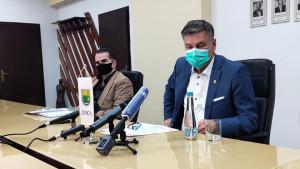 Kasumović žestoko prema Džemidžiću: On je huligan, zovu ga 'Dinina pudlica'