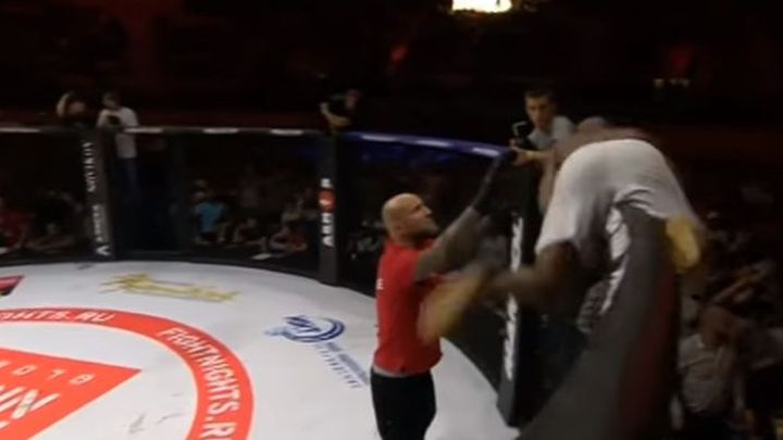 Neviđeno: MMA borac pobjegao iz oktagona