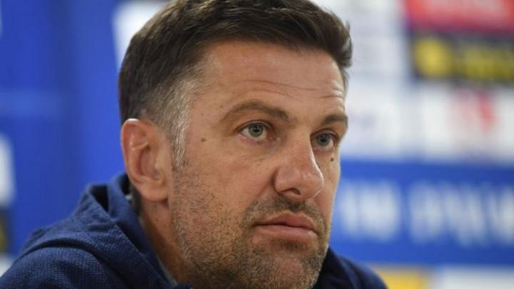 Skandal u Srbiji, zvijezda Premier lige tvrdi da Mladen Krstajić laže