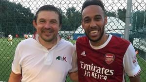 """Aubameyang """"uletio"""" na teren u Italiji: Igrao lopte, platio termin i podijelio svima dresove"""