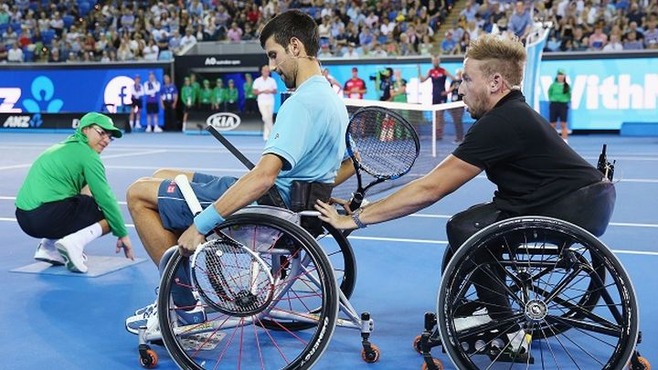 Đoković sjeo u kolica i zaigrao tenis s paraolimpijcem