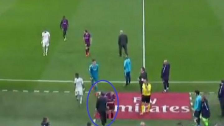 Hoće li igrač Barcelone biti kažnjen zbog sramotnog poteza pri izlasku sa terena?