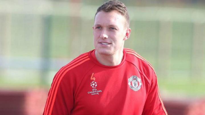 Neukusna šala Twittera na račun Jonesa izazvala bijes navijača, odmah se oglasio i Manchester United