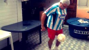U dalekom Brazilu jedan starac 'pimpla' u dresu Posušja: Znate li čiji je ovo otac?