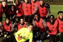 Na novoj timskoj fotografiji Costa je u centru pažnje