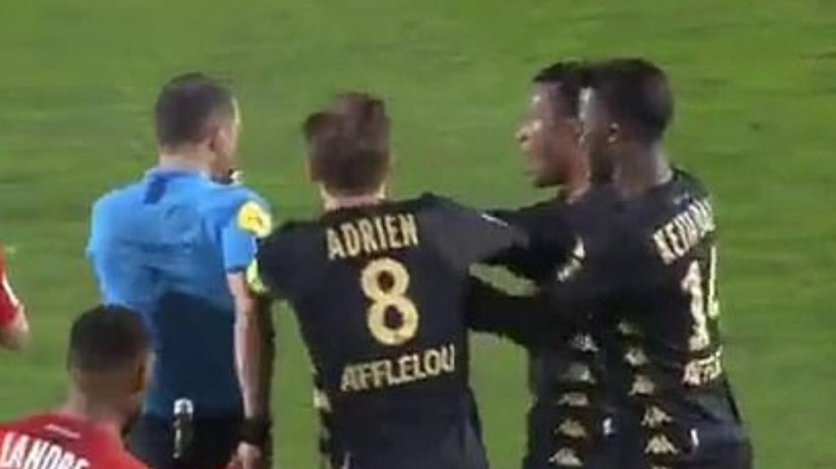 Zbog nezapamćene gluposti i napada na sudiju fudbalera Monaca čeka teška kazna