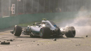 Hamiltonu pol-pozicija u Australiji, Bottas potpuno uništio bolid