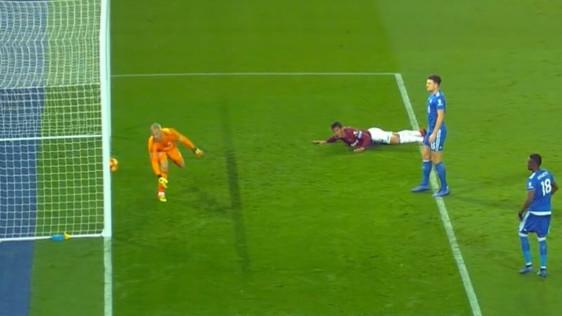 Ovo je nerealno: Gol West Hama ispao je više nego komičan