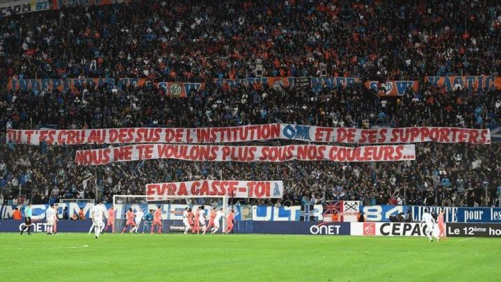 Navijači Marseillea poručuju: Evra, odj*bi!