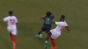 """Prekršaj za zatvora: Igrač Seville umalo """"otkinuo"""" nogu velikoj nadi Liverpoola"""