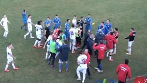 Nevjerovatne scene iz Srbije: Bh. nogometaš golom sve 'zakuhao', na terenu kasnije pravi obračun